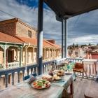 Śniadanko na balkonie w gruzińskiej Toskanii